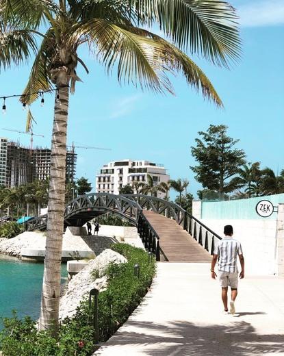 La Isla Cancún Shopping Village