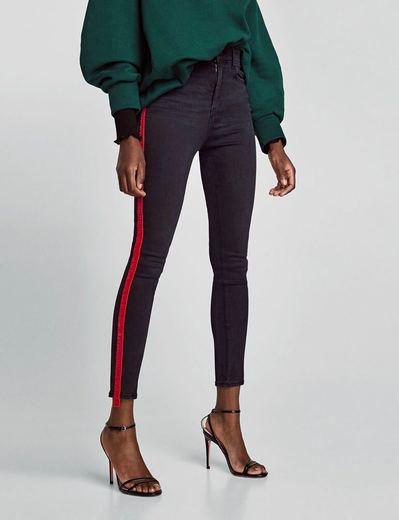 Jeans tiro alto con raya lateral