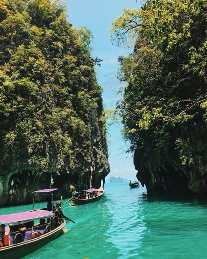 Lagoon of Hong island