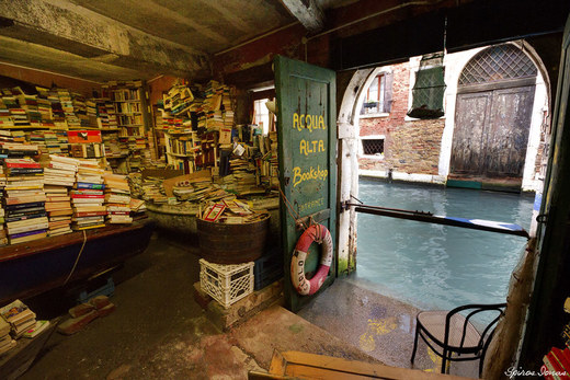 Acqua Alta Book Shop
