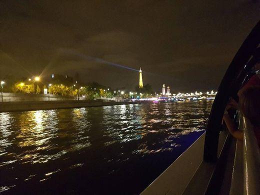 Crucero nocturno por el Sena