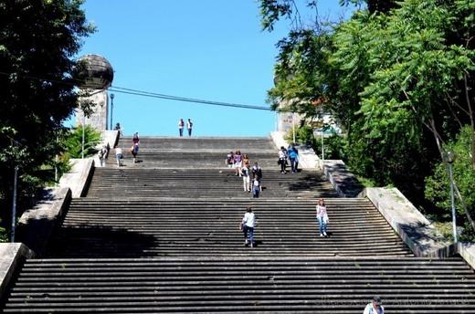 Escadas Monumentais, Universidade