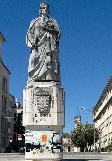 Estátua de Dom Dinis