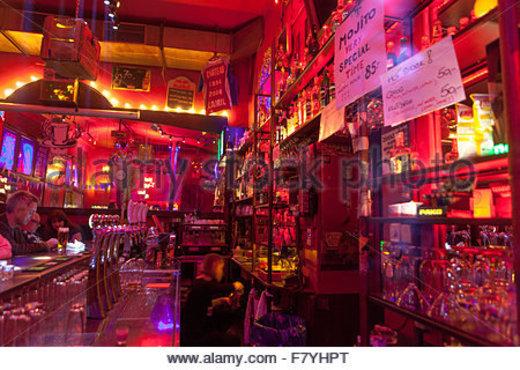 Chapeau Rouge Bar