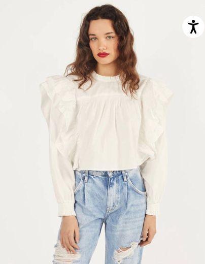 Blusa de folhos com bordado suíço