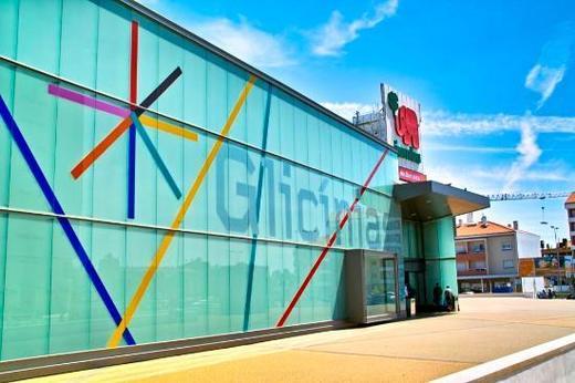 Glicínias Plaza Shopping Center