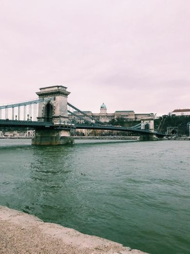 El puente de las cadenas : Budapest :: HungaroTour