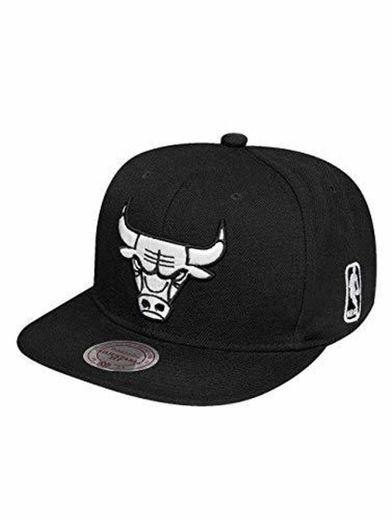 Mitchell & Ness Chicago Bulls All Black And White Logo EU448 Snapback