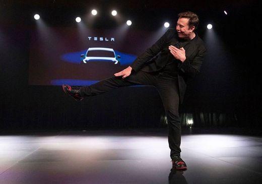 Elon tenis