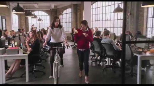 PASANTE DE MODA - Oficial Warner Bros. Pictures - YouTube