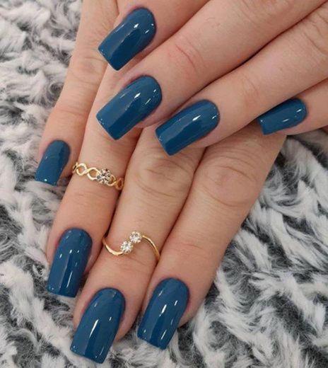 Unhas azul escuro