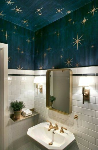 Dica de decoração com dourado e azul.