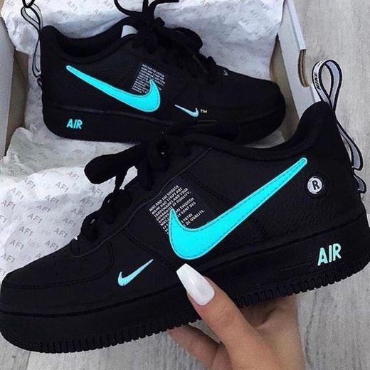 Nike Air Max Ivo, Zapatillas de Running Hombre, Negro / Blanco /