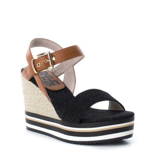 Sandalia negra con cuña y ajuste xti - Sears